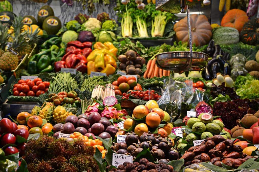 mercado de la boqueria barcelona spain www.fromlusttilldawn.com