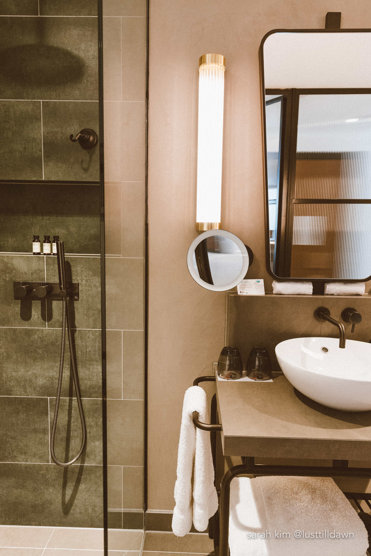 hotel indigo leicester square bathroom